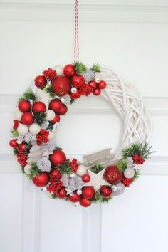 Photo gallery No. 19 in the November and Christmas on Stylowi. Christmas Candle Decorations, Christmas Swags, Christmas Ornaments To Make, Christmas Mood, Christmas Makes, Homemade Christmas, Holiday Wreaths, Christmas Projects, Beautiful Christmas