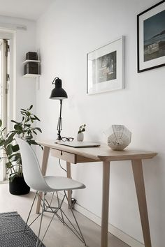 A small home office in Scandinavian style – toptrendpin. Scandinavian Desk, Scandinavian Interior Design, Simple Furniture, Modern Desk, Home Office Decor, Office Interiors, Home Living Room, Home Decor Inspiration, Decoration