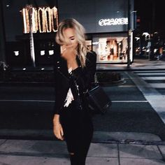 Blurry nights on Rodeo Drive 🌙 Looks Style, Looks Cool, My Style, Foto Casual, How To Pose, Street Style, Photo Instagram, Disney Instagram, Style Vintage
