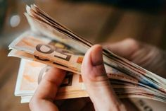Έκτακτο επίδομα 400 ευρώ σε μακροχρόνια ανέργους: Πως και πότε θα δοθεί - Οικονομία - Athens magazine Tenerife, Incense, Playing Cards, Personalized Items, Jars, Bank Account, Money, Lawyers, Couple