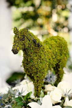 Swoooon!  Moss Horse - perfect for a Steeplechase table!  Would love to make one and reuse it every year