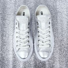 3fa1663038ae A metallic Converse to brighten up your day 🌟 This foil-esque finish is  both