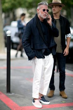 for some major street style inspiration? Who better than Nick Wooster can tell how to rock the street. Nick Wooster, Look Street Style, Spring Street Style, Street Styles, Mens Fashion Week, Look Fashion, Fashion Trends, Older Mens Fashion, Gq Fashion