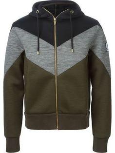 Designer Men's Hoodies Moncler Gamme Bleu chevron pattern hoodie – that should be mine! Moncler, Stylish Hoodies, Latest Mens Fashion, Hoodie Jacket, Hoody, Sport Wear, Mens Sweatshirts, Men's Hoodies, Look Cool
