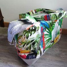 filoetsoncoin J'avais besoin d'un sac de ouicaine, et hop, cousu ! 😁Les spécialistes auront reconnu le #sacjava de @patrons_sacotin en modèle moyen. Les tissus +simili ont été acheté chez tissus+, et toute la mercerie vient de chez @lamerceriedescreateurs, génial, parce qu'on a toutes les fournitures de qualité et aux bonnes dimensions dun seul coup. Et donc, j'ai toute la collec' @sacjava du plus petit (très porté, très usé) au plus grand. Un vrai plaisir à coudre, ce patron ! Maintenant, yapl