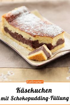 Cheesecake with chocolate pudding filling - Cheesecake Rezepte - Kuchen Cheese Cake Filling, Filling Food, Pudding Desserts, No Bake Desserts, Torte Au Chocolat, Sweet Bakery, Winter Desserts, Cake Ingredients, Eat Smarter