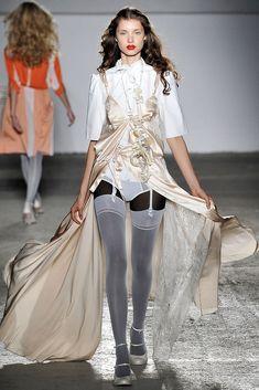 A.F. Vandevorst Spring 2009 Ready-to-Wear Fashion Show - Camila Mignori