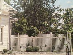 Staket mellan hus och attefallshus