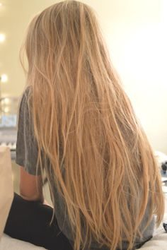 Shaggy Blonde Waves - 40 Picture-Perfect Hairstyles for Long Thin Hair - The Trending Hairstyle