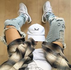 Too distressed in my opinion but the flannel is Flannel Outfits, Tomboy Outfits, Casual Outfits, Men Casual, Fashion Outfits, Dope Fashion, Urban Fashion, Mens Fashion, Mode Hip Hop