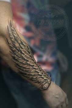 T towierer ab Ukraine Yavtushenko Skripnyak Dmitriy Privates T towierungsstudio - Tattoo Inspo - towierer towierungsstudio Forearm Wing Tattoo, Forearm Sleeve Tattoos, Best Sleeve Tattoos, Tattoo Wings, Feather Tattoo Arm, Indian Feather Tattoos, Ankle Tattoo, Forarm Tattoos, Body Art Tattoos