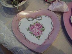 Cuore in  porcellana, decorato a mano (personalizzabile)