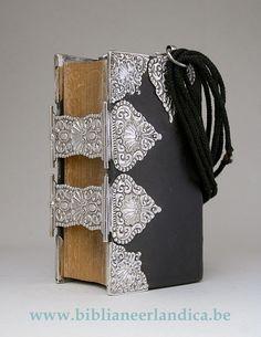 BIBLIA NEERLANDICA: BIJBEL (1865). Dubbele zilveren sloten, z.g. 'Staphorstbijbel'. MST: Jan Jonker, Meppel (1853-90); Keur: Zwolle.