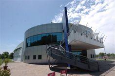 Ciudad selección   Modernidad: La fachada del complejo 2, donde se aloja el equipo mayor . Foto: Gerardo Horovitz