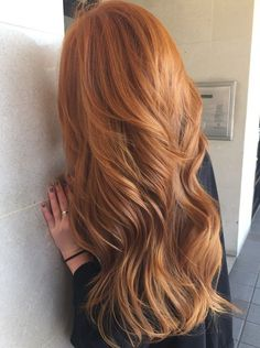 Ideas For Hair Color Spring Red Strawberry Blonde Brown Blonde Hair, Wavy Hair, Dyed Hair, Red Hair With Blonde Highlights, Long Red Hair, Strawberry Blonde Highlights, Auburn Highlights, Copper Blonde, Color Highlights