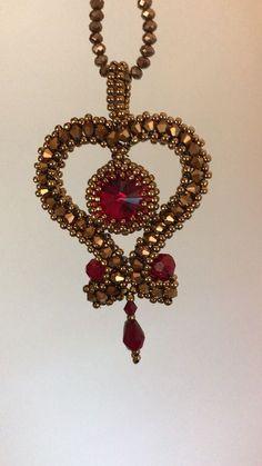 """Tutorial/Pattern for """"My Love"""" pendent - DIY Schmuck Diy Bracelets Video, Diy Bracelets To Sell, Jewelry Patterns, Bracelet Patterns, Beading Patterns, Bead Jewellery, Beaded Jewelry, Diy Jewelry, Jewelry Bracelets"""