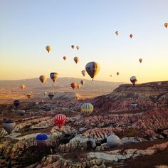 Balloon tour, Cappadocia in Turkey / photo by Blueyoj