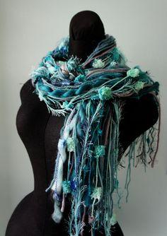 Bufanda de flecos bufanda anudada tonos de verde por FashionTouch, $25.00