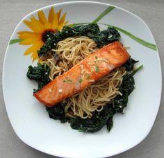 Grilovaný losos so špenátom a šampiňónovými špagetami - recept Japchae, Spaghetti, Ethnic Recipes, Ribe, Noodle