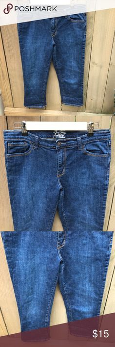 Old Navy the flirt size 8 denim capris Old Navy the flirt size 8 denim capris: 21 in inseam, waist 15 in across. bin 13 Old Navy Jeans Ankle & Cropped