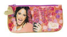Portatodo plano de Violetta Love, la nueva colección de papelería escolar para niñas inspirada en la serie argentina del momento que está triunfando en todo el mundo. Dimensiones: 23 cm x 11 cm.