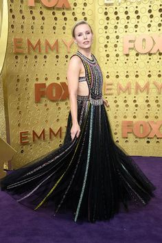 Emmy Awards Moda - viva do tapete vermelho - Awards - Gowns Christian Dior, Christian Siriano, Christian Louboutin, Kristen Bell, Celebrity Red Carpet, Celebrity Style, Lakshmi Photos, King Photo, Isla Fisher