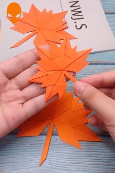 9 Fun & Easy Paper Craft Ideas - Paper DIY Tutorials Videos - The Hobbes - hacks Diy Crafts Hacks, Diy Crafts For Gifts, Diy Arts And Crafts, Creative Crafts, Fall Crafts, Christmas Crafts, Creative Ideas, Christmas Decorations, Instruções Origami