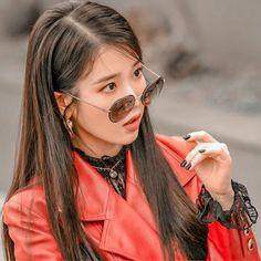 Kpop Girl Groups, Kpop Girls, Bad Girl Outfits, Kdrama Actors, Iu Fashion, Cute Korean, Korean Artist, Korean Actors, Sunglasses Women