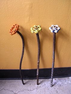 Orange Metal Flower - Home and Garden Decor, Steampunk Art Flower Orange Metal Flower - Home and Gar Outdoor Crafts, Outdoor Art, Outdoor Ideas, Outdoor Decor, Glass Flowers, Metal Flowers, Flowers Garden, Metal Projects, Metal Crafts