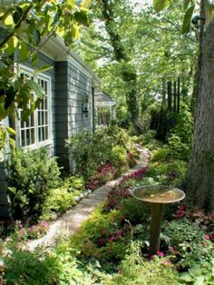 Beaty Small Backyard Landscape Designs für Ihren Garten More from my Stunning Small Backyard Designs Inspirational Backyard Landscape Designs As Seen From Stunning Small Cottage Garden Ideas for. Garden Cottage, Lush Garden, Shade Garden, Backyard Cottage, Big Garden, Summer Garden, Small Backyard Landscaping, Backyard Ideas, Walkway Ideas