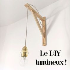 DIY: A wall light that throws it away – Wool ma Poule - DIY and Crafts Diy Luminaire, Diy Lampe, Diy Regal, Teenage Room, Diy Interior, Ikea Hack, Home Staging, Diy Wall, Lamp Light