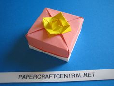 Origami Box - Square Cake Box with Lid Flower Cake Packaging, Square Cakes, Origami Box, Paper Crafts, Diy Crafts, Origami Tutorial, Do It Yourself Projects, Box With Lid, Box Cake