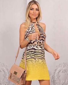 Vestido animal print com decote valorizado pelas correntes douradas - Carmen Steffens