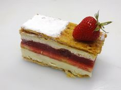 Millefeuille fraises Tiramisu, Cheesecake, Ethnic Recipes, Desserts, Food, Deserts, Strawberries, Tailgate Desserts, Cheesecakes