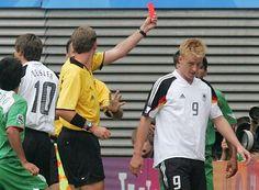 Nach der roten Karte beim Confed-Cup 2005 war Mike Hanke für die ersten 2 Spiele bei der WM 2006 gesperrt. Trotzdem nominierte Jürgen Klinsmann den damaligen Wolfsburger und wechselte ihn beim Spiel um Platz 3 gegen Portugal ein.
