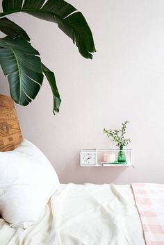 Floating shelf in your small spaces