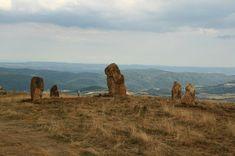 Homosignum: Kamenný kruh nad Banskou Štiavnicí Monument Valley, Mount Rushmore, Mountains, Nature, Travel, Naturaleza, Viajes, Destinations, Traveling