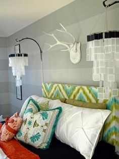 HGTV+fan+cgrawson+wanted+a+young,+funky+and+hip+bedroom+retreat,+so+she+created+a+Jonathan+Adler-meets-Domino+Magazine+space+by+using+a+cool+color+palette+mixed+with+vibrant+hues+and+chic+accessories.+Since+she+had+a+small+decorating+budget,+she+had+to+get+creative+and+repurpose+most+of+her+furnishings+—+or+make+them+herself,+like+the+plush+patterned+headboard.