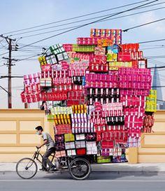 China. 自転車をこぐパワー、積み上げるパワー、下ろすパワー・・・ どれが一番苦労するのでしょうね♪