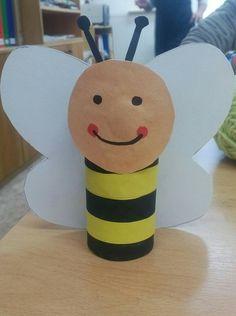 Včelka z ruličky od toaletního papíru Paper