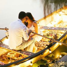 Entourage on the lake: boat,couple, flowers and candles - elements of a successful romantic photo. Pre Wedding Shoot Ideas, Pre Wedding Photoshoot, Wedding Poses, Wedding Couples, Romantic Moments, Romantic Couples, Cute Couples, Romantic Proposal, Romantic Love
