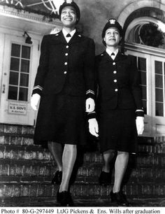Women in WWII - On December 1944 Lieutenant (Junior Grade) Harriet Ida Pickens (left), and Ensign Frances Wills were commissioned as the first African-American WAVE officers. Women In History, Black History, Modern History, Ancient History, American Wave, Naval History, Army History, British History, Vintage Black Glamour