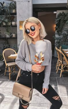 womens fashion outfits which looks amazing. Casual Outfits, Cute Outfits, Fashion Outfits, Fashion Tips, Fashion Design, Fashion Trends, Ootd Fashion, Pelo Guay, Laura Jade Stone