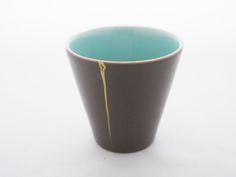 磁器マグカップの画像:小石原さんの金継ぎ 繕いのうつわ