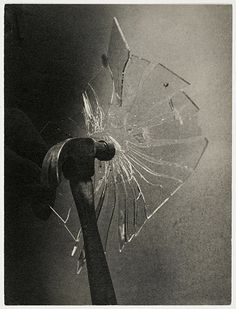 Hammer breaking glass window pane, 1933 Harold E. Edgerton: Like this alot. The idea hear is good. Harold Edgerton, Security Window Film, Glass Photography, Photography Tools, Berlin, The Sky Is Falling, Broken Glass, Shattered Glass, Artsy Photos