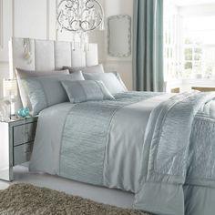 Silver bedspread - 28 images - best 25 silver bedding sets i Blue Bedroom Decor, Bedroom Colors, Bedroom Ideas, Gray Bedroom, Royal Blue Bedrooms, White And Silver Bedroom, Silk Bed Sheets, Bed Linen Sets, Bed Spreads