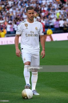 Eden Hazard, Imagenes Real Madrid, Equipe Real Madrid, Real Madrid Soccer, Soccer Players, Sexy Feet, Messi, Chelsea, Success