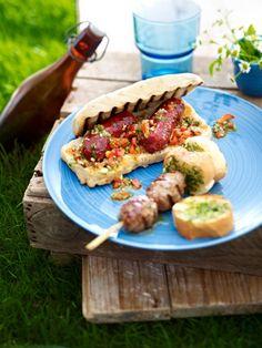 Raus in den Garten. Oder in den Park. Wir schmeißen den Grill an und servieren Ihnen 21 unwiderstehlich leckere Grillrezepte. Garantiert für jeden Geschmack etwas dabei!