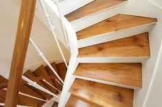 peindre les contre marches de l'escalier.