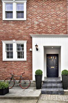 北欧風、アンティーク風、アジアンテイストなど、自宅をさまざまな空間にアレンジして楽しむ人が多くなっています。 なか… Brick Tiles, Entrance Design, Loft, Hostel, Room Interior, Townhouse, My House, New Homes, House Design